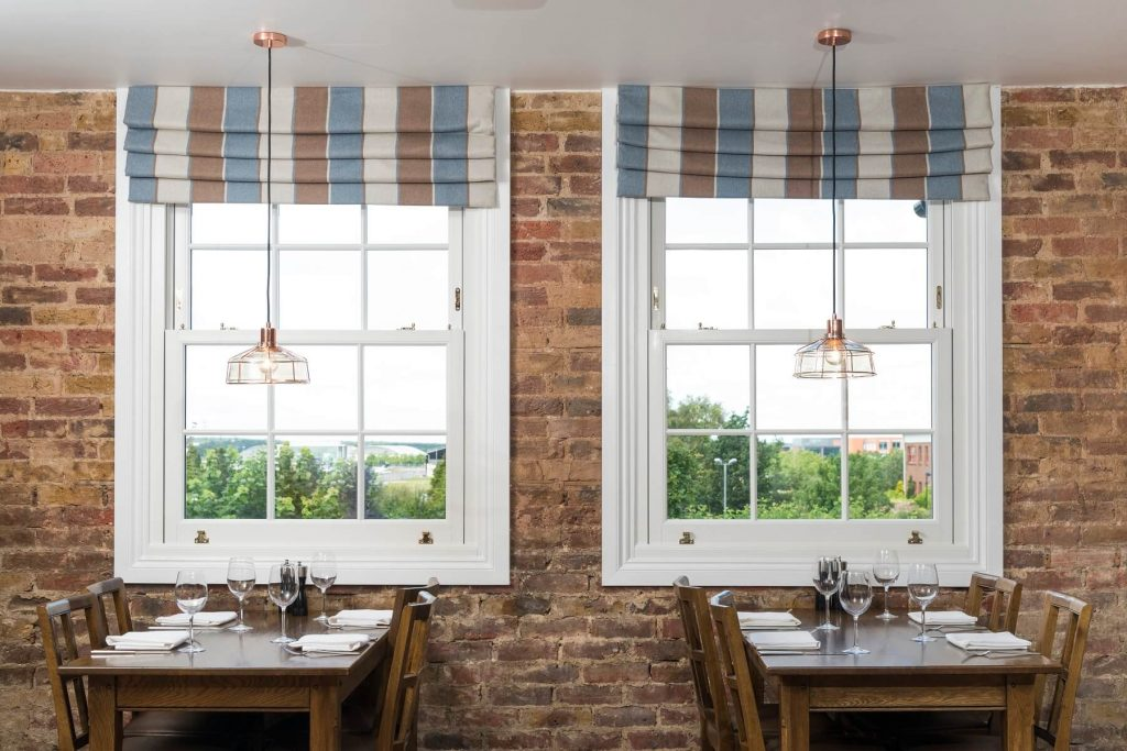 Sash windows at the Swan Inn interior view